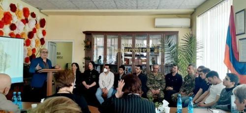 Հրապարակախոս, Հայաստանի ժուռնալիստների միության անդամ, բանաստեղծ, արձակագիր՝ Վրեժ Սարուխանյան
