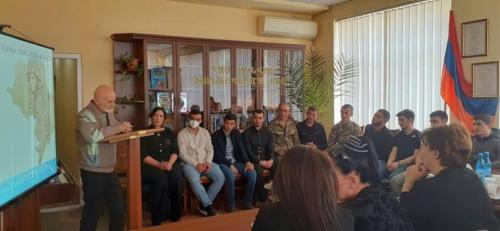 Գրող, նկարիչ հասարակական գործիչ, «Մշակույթի հայկական ֆոնդ»֊ի նախագահ՝ Արևշատ Ավագյան